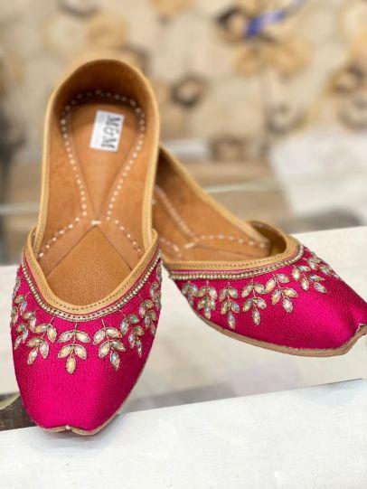 Pink and Gold Embroidered Punjabi Jutti